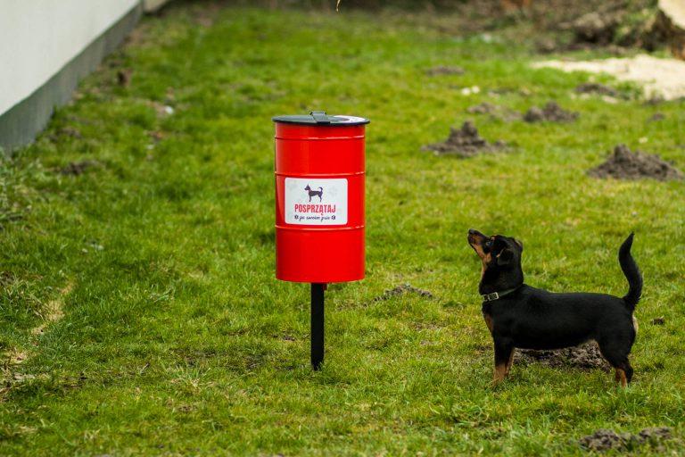 Kosz na psie odchody Tobi lawki-parkowe.com