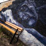 Ławka parkowa Gladiator z podłokietnikiem drewnianym mural lawki-parkowe.com